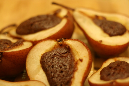 Baked pears with cocoa